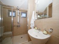 artemis_en_suite_bathroom
