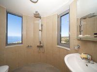 Dimitra_en_suite_bathroom